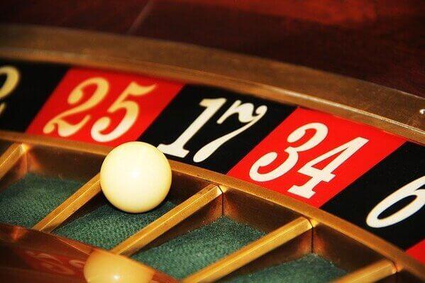 オンラインカジノでドラゴンタイガー01